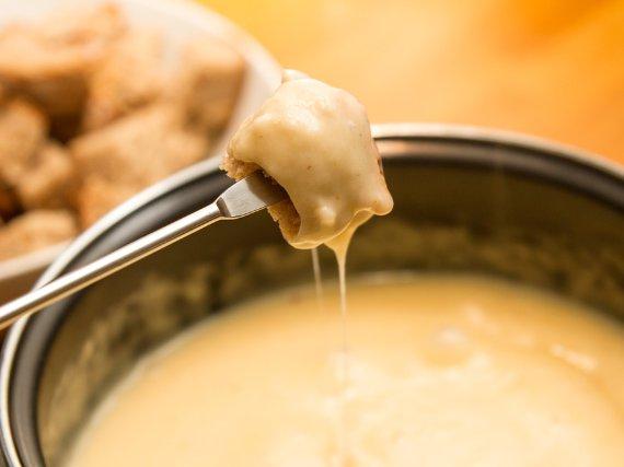Venez découvrir les spécialités savoyardes comme la Fondue au restaurant El Carlit de Neu Steak House Pas de la Casa GrandValira Andorra