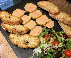 Manger plateau de foie gras de canard fait maison mi cuit au Restaurant El Carlit Steak House Pas de la Case Andorre
