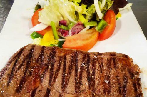 Les viandes accompagnées de truffade sont excellentes. Ici avec un véritable Entrecôte 330 gr plus que généreux. Restaurant El Carlit Pas de la Casa Andorra.