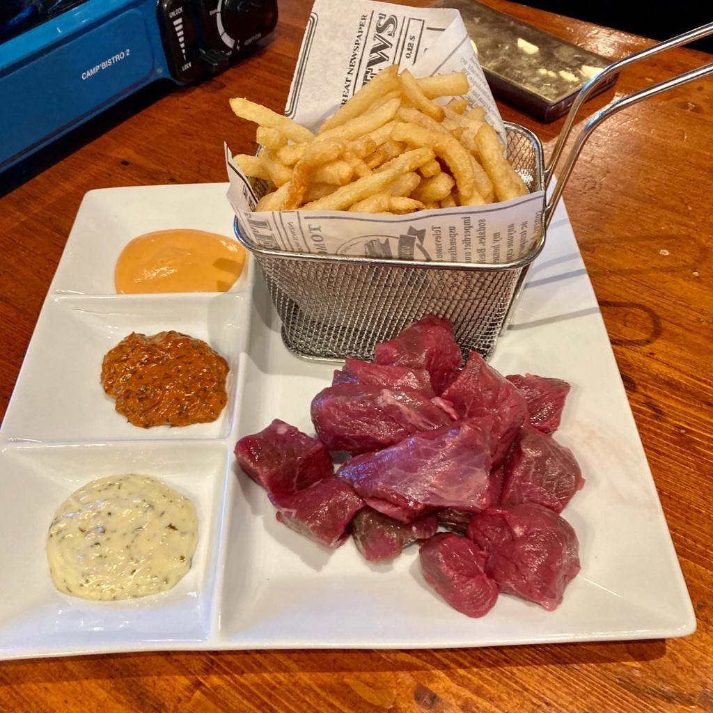 https://restaurantelcarlit.com/de-superbes-moules-gratinees-a-laioli-degustes-au-restaurant-pas-de-la-casa-el-carlit-de-neu-le-gout-du-mediterrane-a-la-montagne-de-landorre
