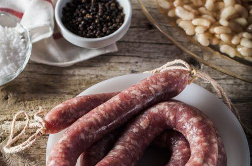 Saucisse biologique d'Organyà très près d'Andorre Porc frais, avec juste ce qu'il faut de sel et de poivre. Il nous permet de goûter tous les goûts de porc dans notre Restaurant El Carlit au Pas de la Casa.