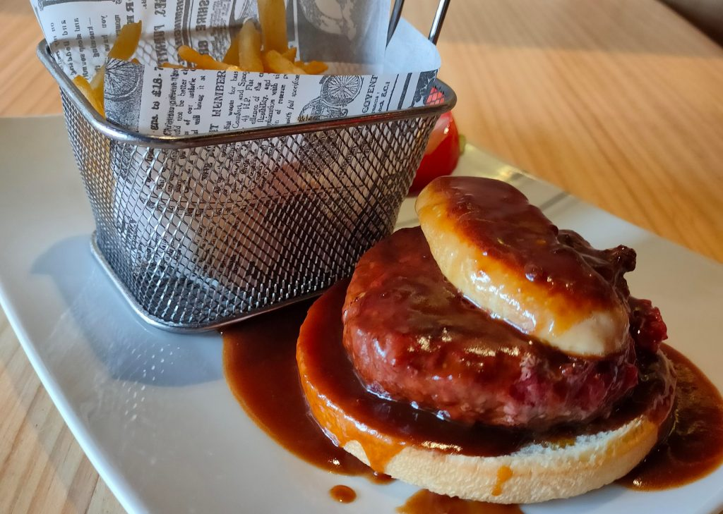 Je trouvais quand même dommage d'utiliser un tournedos pour cette recette et je trouvais qu'un bon steak haché serait plus facile à couper et à manger en burger. C'était un très bon choix!