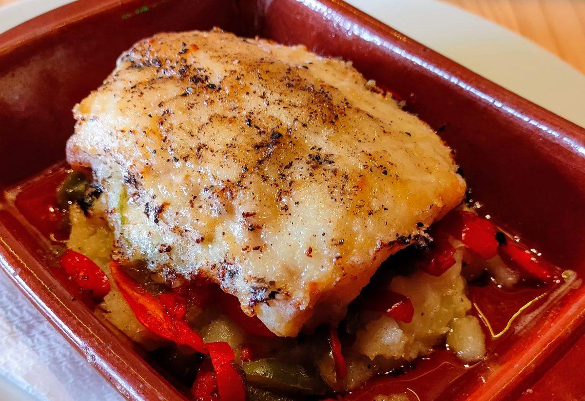 Morue à la Catalane accompagnée de purée aux poivrons au Restaurant Pas de la Casa El Carlit