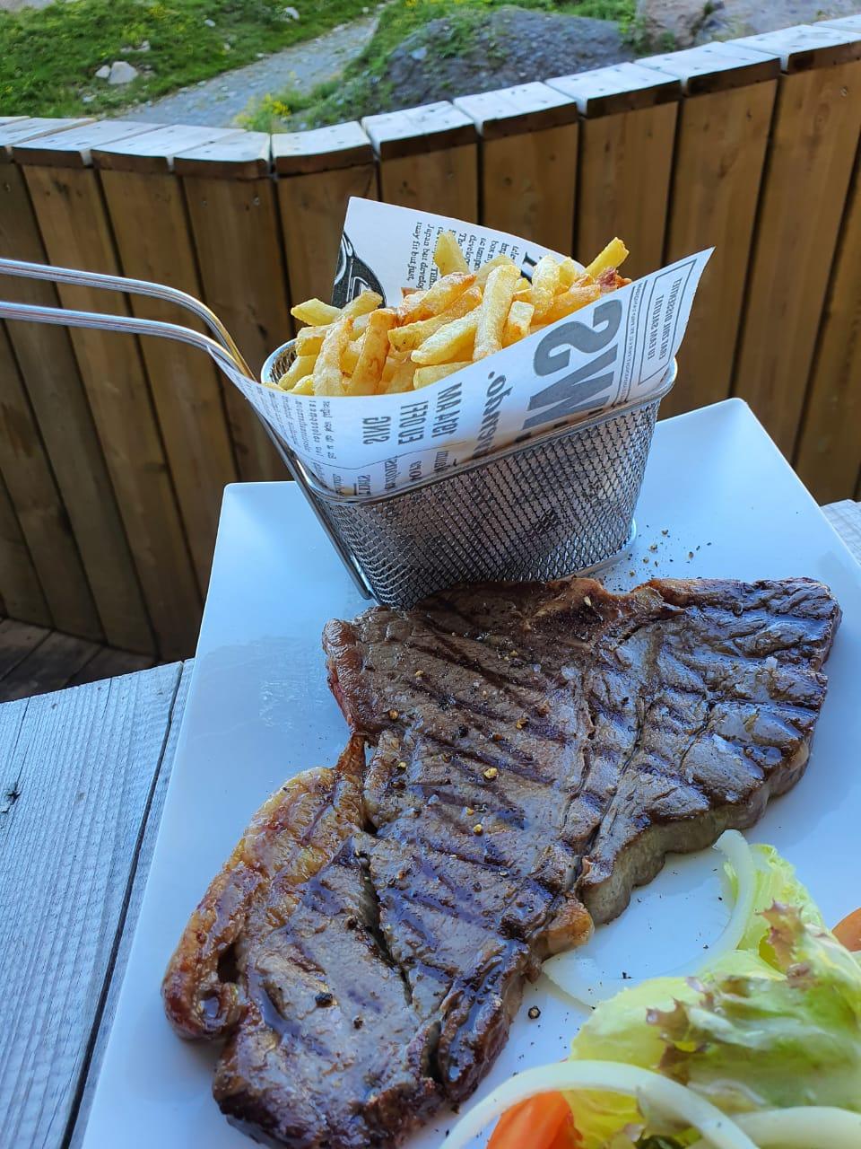 Le meilleur T bone steak du Restaurant Pas de la Casa El Carlit Nous y sommes allés deux fois dans la semaine