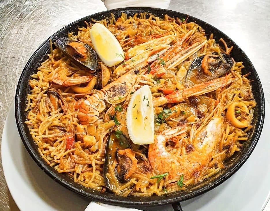 Où manger la meilleure fideuá avec fruits de mer au Pas de la Case en Andorre au Restaurant Pas de la Casa Andorra