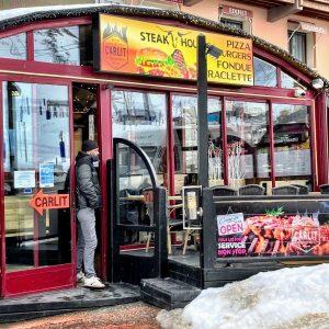 Façade du restaurant El Carlit sur l'avenue d'Encamp au Pas de la Case
